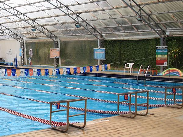 Para além do tênis: conheça outras atividades para aproveitar a piscina e academia do Clube